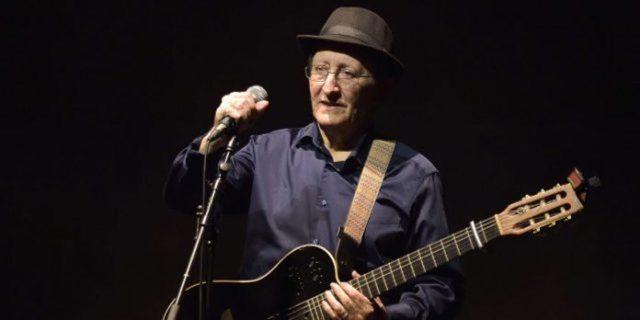 Revered Algerian singer and Berber idol Idir dies at 70
