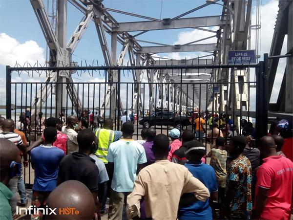 Covid-19: We did not erect concrete slabs at Onitsha head bridge – Anambra Govt
