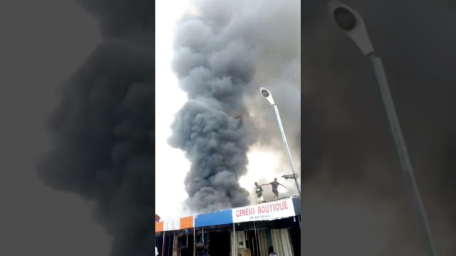 Ogbogonogo market in Asaba on fire