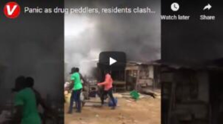 VIDEO: Panic as drug peddlers, residents clash in Lagos