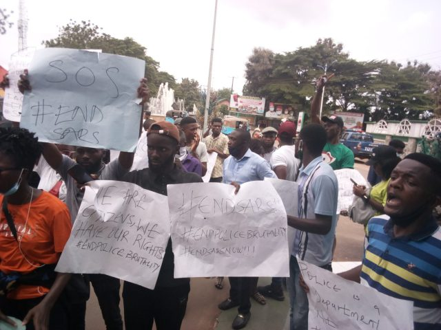 #EndSARS protesters block Ebonyi govt House for 6 hours as Umahi promises to remove all police roads blocks in Ebonyi