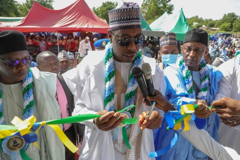 Zulum commissions 50 houses for UNIMAID's junior staff