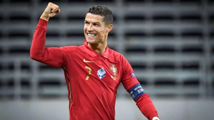 Ronaldo named Player of the Century at Globe Soccer Awards