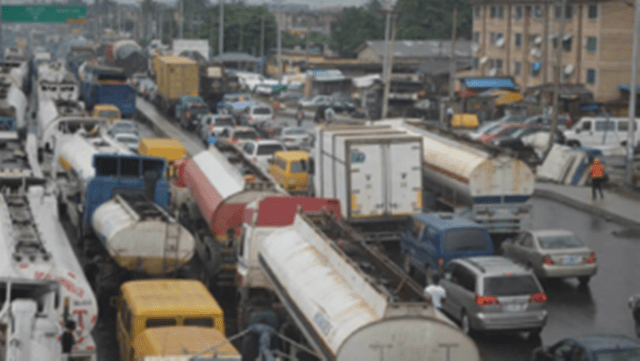 Gridlock: Sanwo-Olu abandons Oshodi-Apapa expressway, as motorists, commuters lament plight