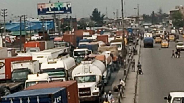 Road to hell: Tanker drivers dare Sanwo-Olu, take over Apapa-Oshodi Expressway Express