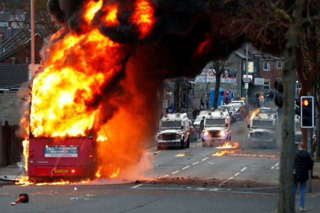 Northern Ireland politicians 'gravely concerned' by street violence