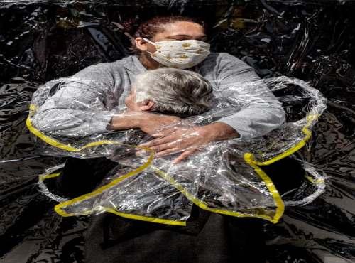 Image of pandemic embrace wins World Press Photo award