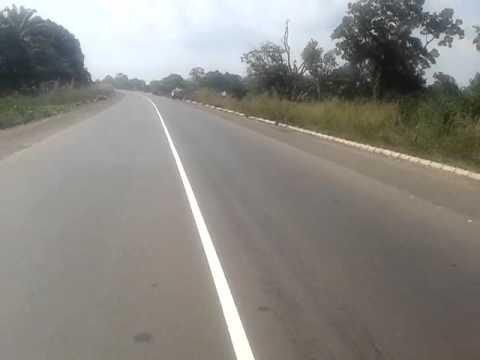 [Happening] Ezilo-Iyonu Crisis: Commuters, drivers trapped along Abakaliki-Enugu Expressway