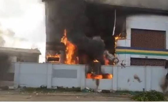 Two policemen killed, others injured as gunmen torch Adani Police Station