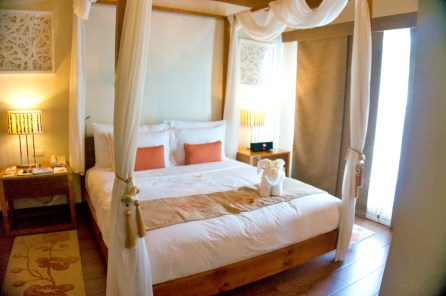 THE CRIMSON RESORT & SPA – MACTAN, CEBU – PHILIPPINES - The bed