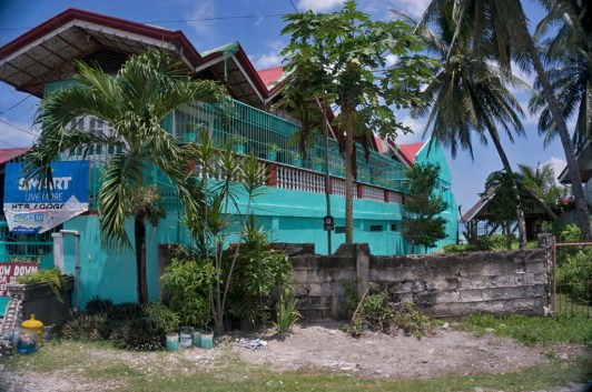 THE PHILIPPINES – A BACKPACKER'S GUIDE - Beautiful buildings on the way