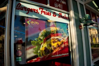 Teddy's Bigger Burgers - Hawaii - Sign