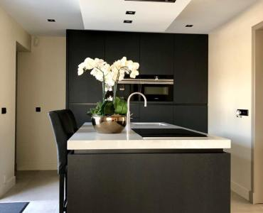 greeploze keuken in zwart gebeitst eik fineer