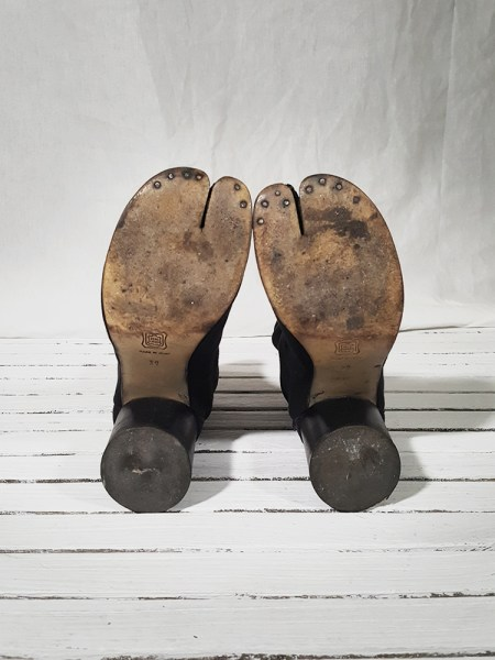 orginal 90s Maison Martin Margiela dark grey linen tabi boots with block heel
