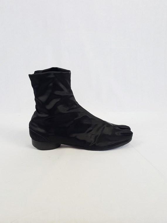 vintage Maison Martin Margiela black satin tabi boots with low heel fall 1998 105401