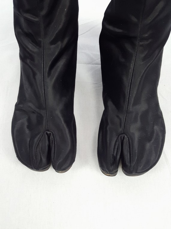 vintage Maison Martin Margiela black satin tabi boots with low heel fall 1998 105458