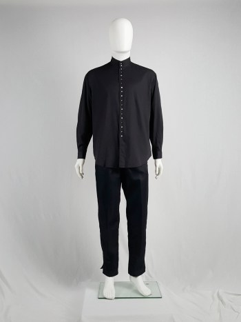 Tokio Kumagaï black minimalist shirt with button up detail