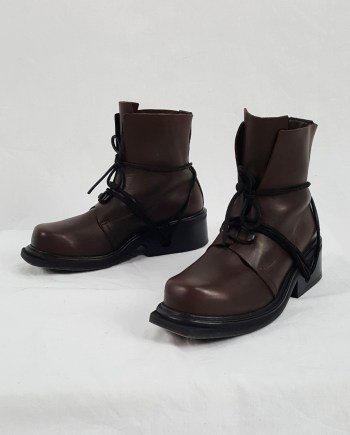 Dirk Bikkembergs brown boots with hooks and laces through the soles (41) — 90's