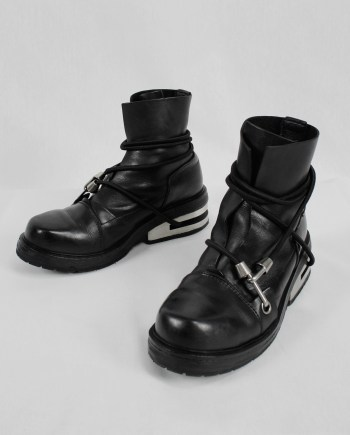 Dirk Bikkembergs black boots with blue elastic and metal slit heel (42) — fall 1996