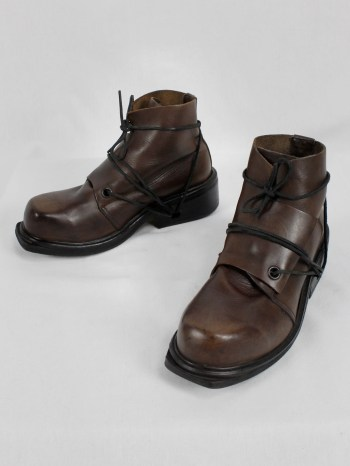 Dirk Bikkembergs brown mountaineering boots with laces through the soles (42) — late 90's