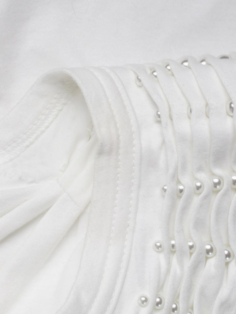 Noir Kei Ninomiya white top with the shoulder gathered by rows of pearls — spring 2015