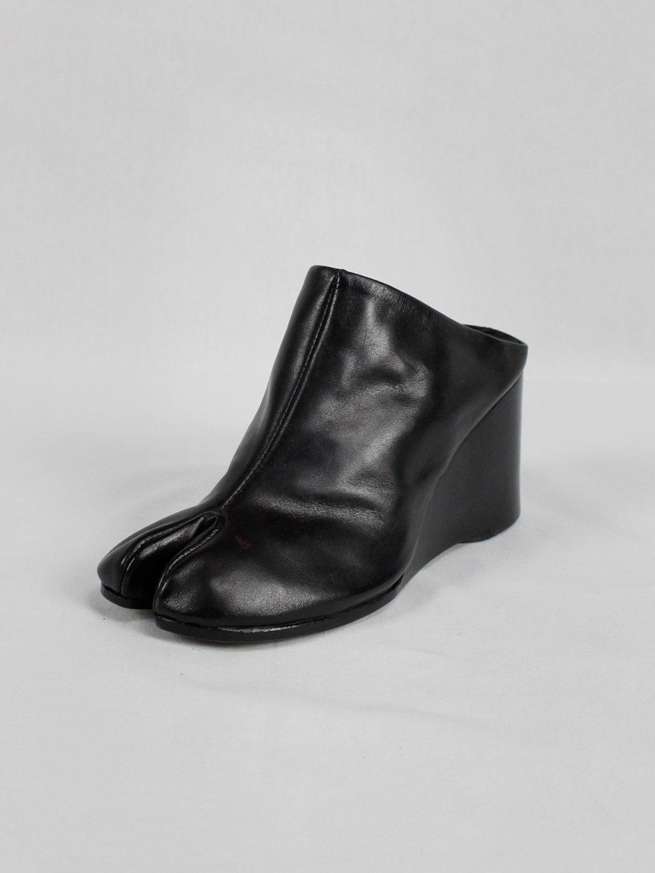 Maison Martin Margiela black tabi slippers with wedge heel spring 2002 (10)