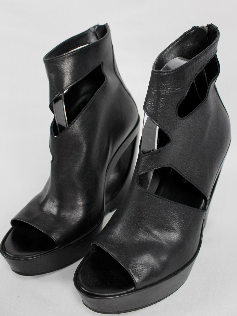 Ann Demeulemeester black platform boots with cut-out curved heel (39) — spring 2013