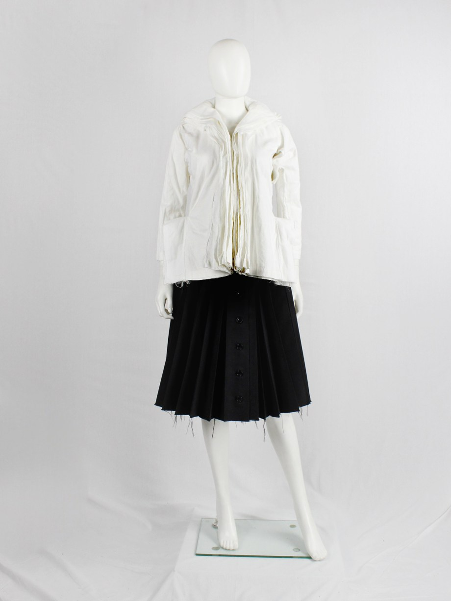 Junya Watanabe white blazer made of 8 blazers layered over each other spring 2005 (16)