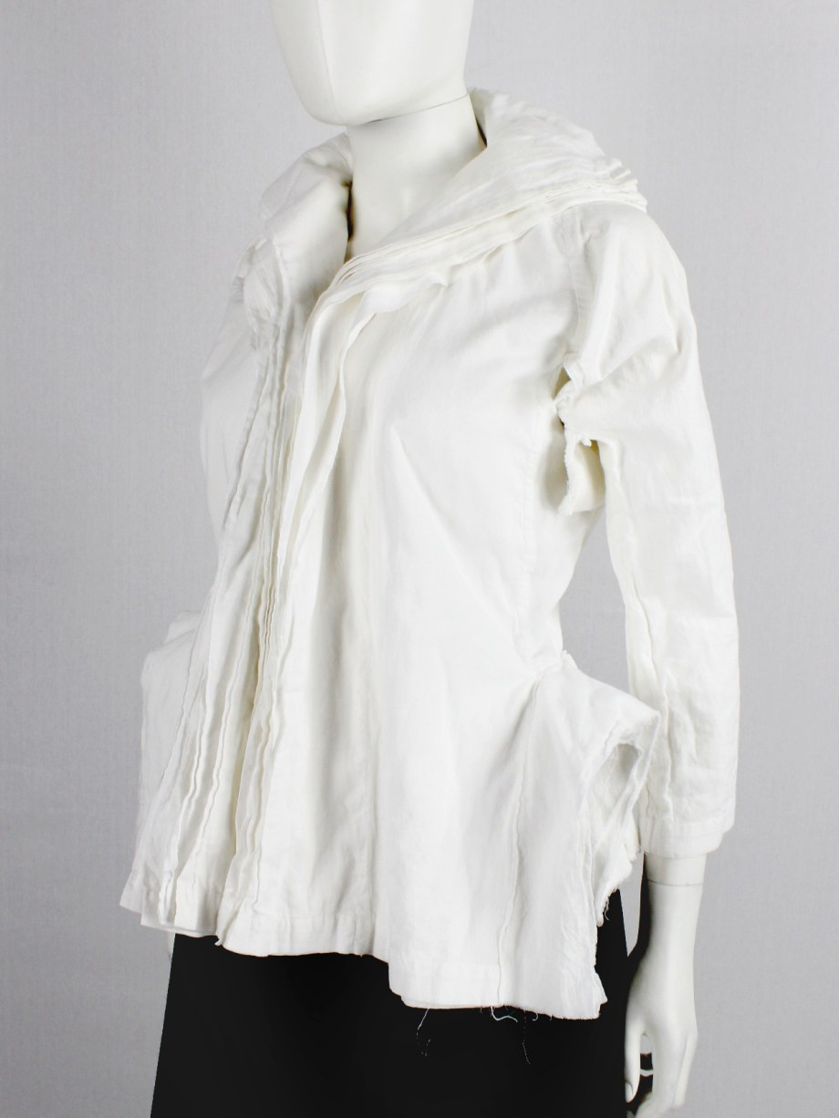 Junya Watanabe white blazer made of 8 blazers layered over each other spring 2005 (21)