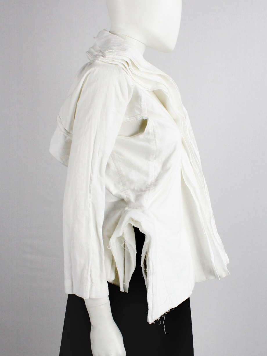 Junya Watanabe white blazer made of 8 blazers layered over each other spring 2005 (3)