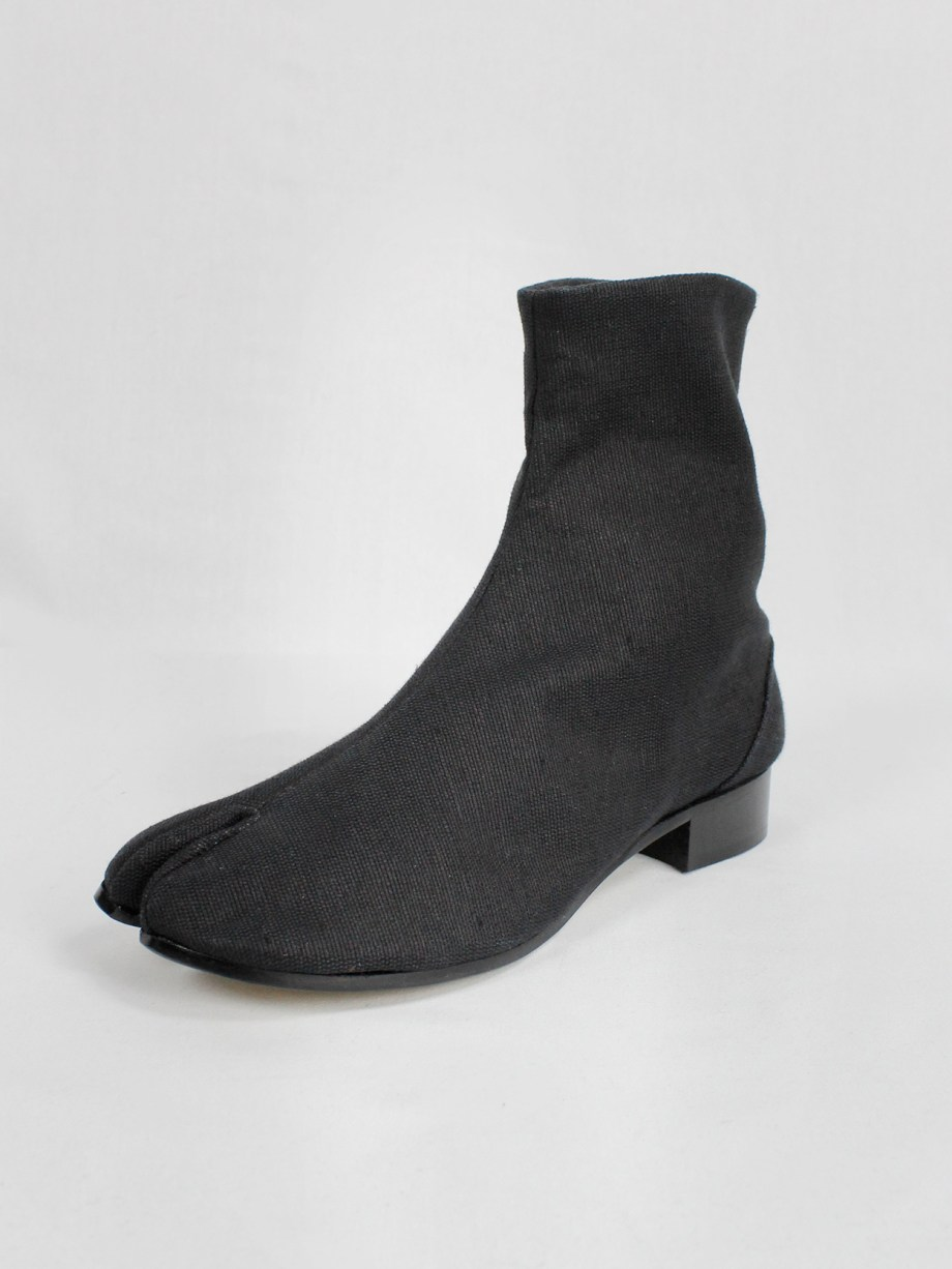 Maison Martin Margiela black tabi boots in woven fabric with low heel (41) — fall 1998