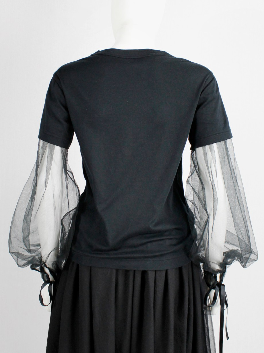 Noir Kei Ninomiya black t-shirt with inserted mesh bell sleeves with ribbons fall 2017 (13)