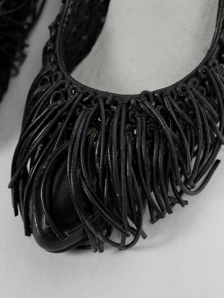 BLESS n°43 black stiletto pumps covered in leather fringes (38.5) — 2010