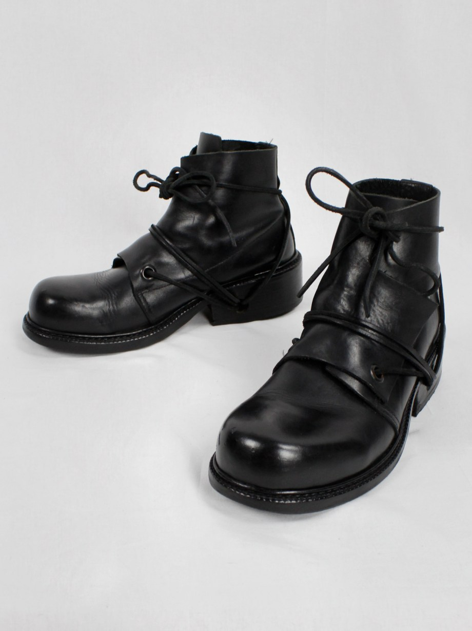 Dirk Bikkembergs black boots with flap and laces through the soles (40) — late 90's