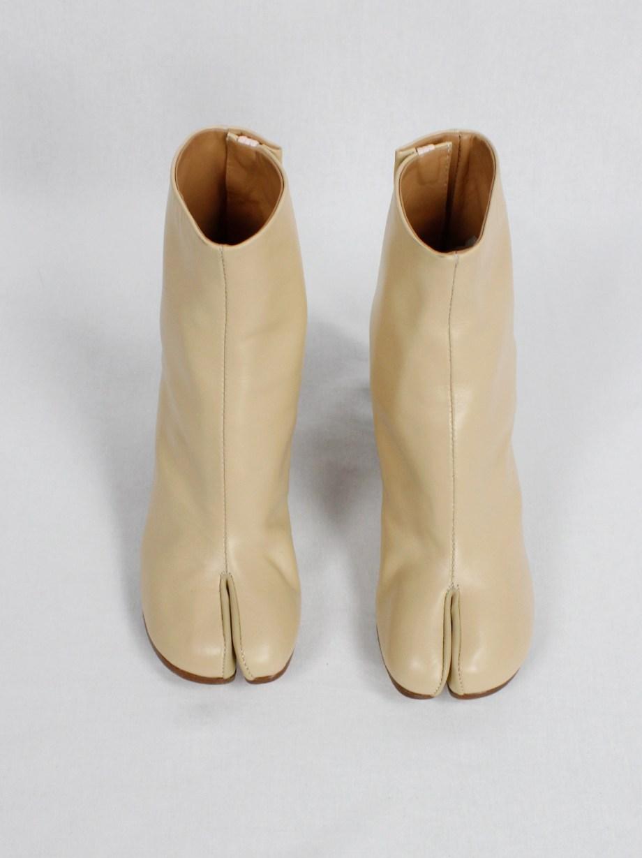 Maison Margiela beige tabi boots with wooden heel (36)