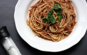 Vegan Pasta Bolognaise with Mushrooms and Walnuts
