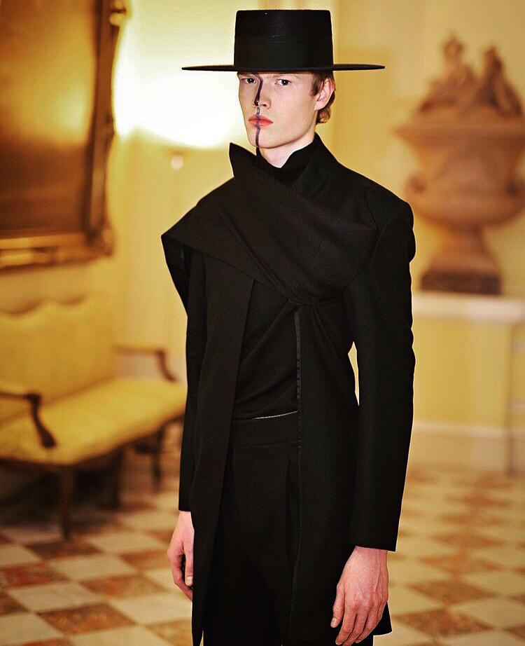 OTEYZA fija un nuevo itinerario del traje español