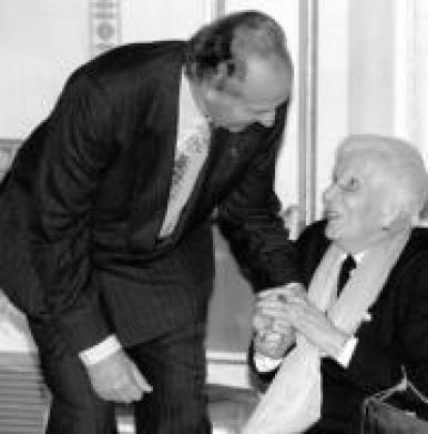 Entrañable foto de Su Majestad el Rey Juan Carlos con la Marquesa Viuda de Taradellas.
