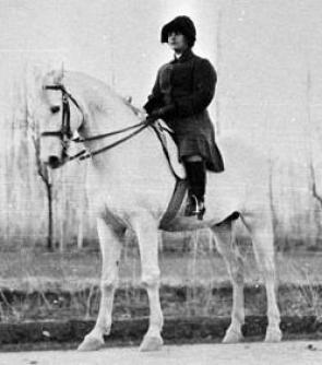 La Reina a caballo. Todo un hito en aquella época para una mujer musulmana.