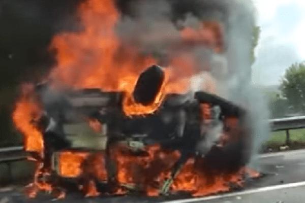 brandend voertuig