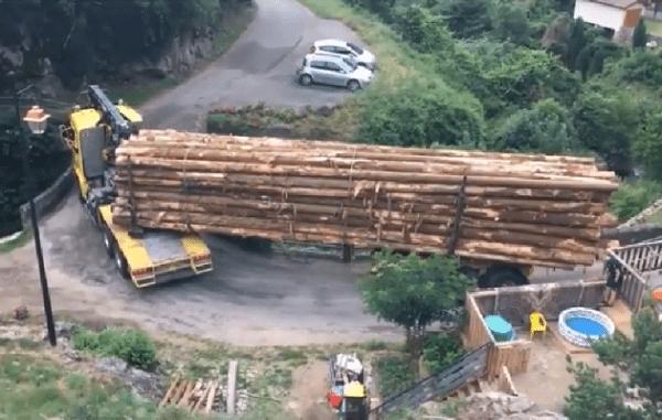 bomen slepen bocht truck vrachtwagen