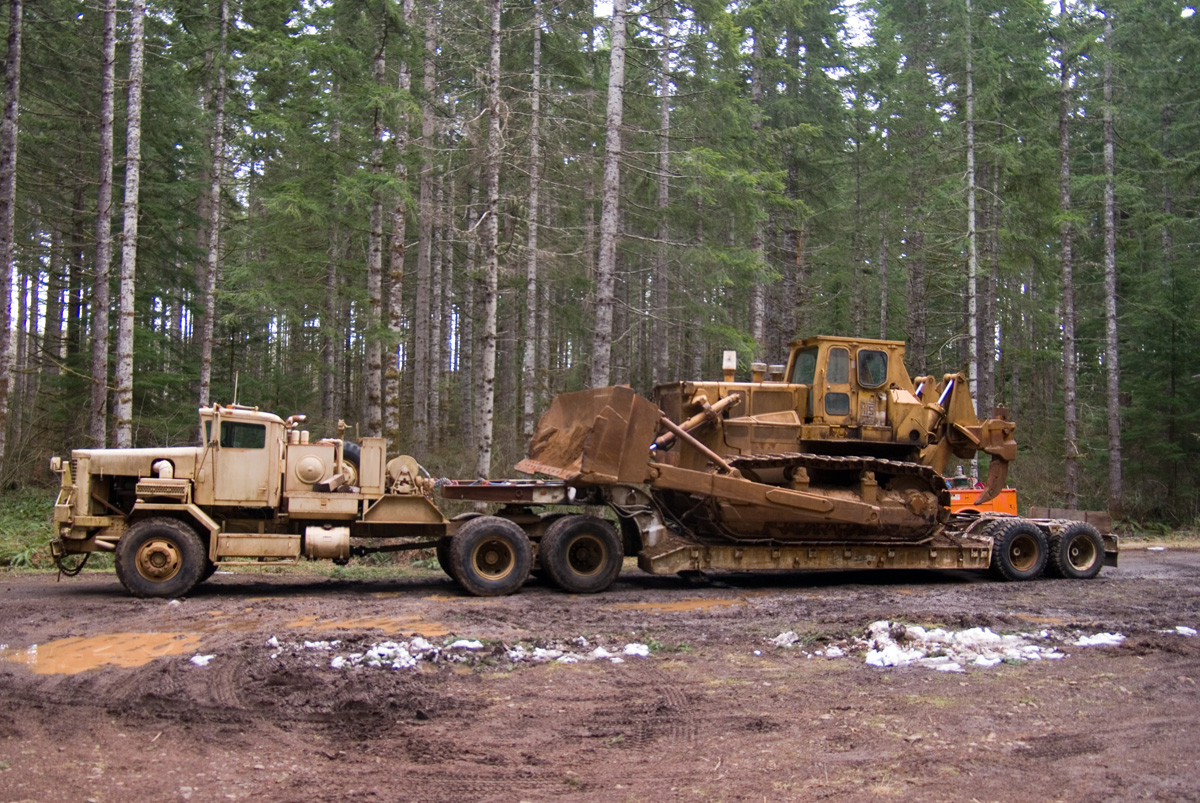 hight resolution of truck with lowboy