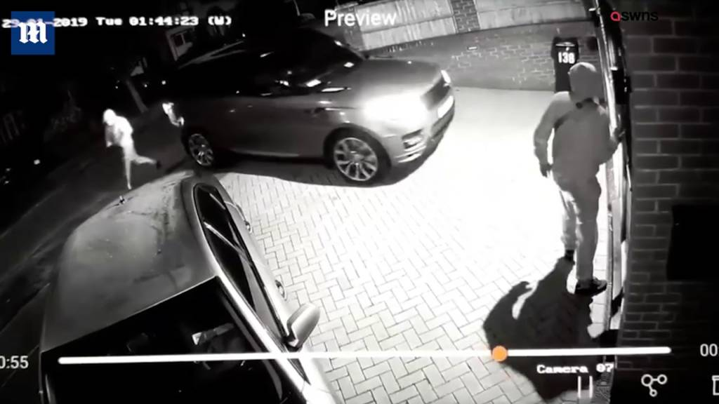 Thieves Steal Keyless £60,000 Land Rover In Under A Minute