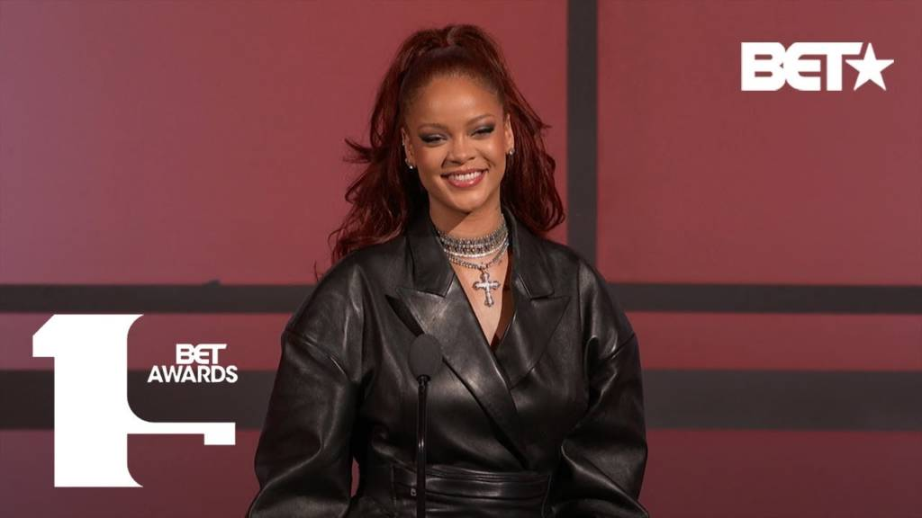 Rihanna Praises Mary J. Blige For Paving The Way For Women In Music At 2019 BET Awards