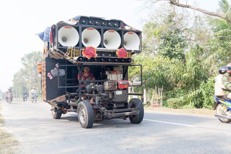 Techno indické auto