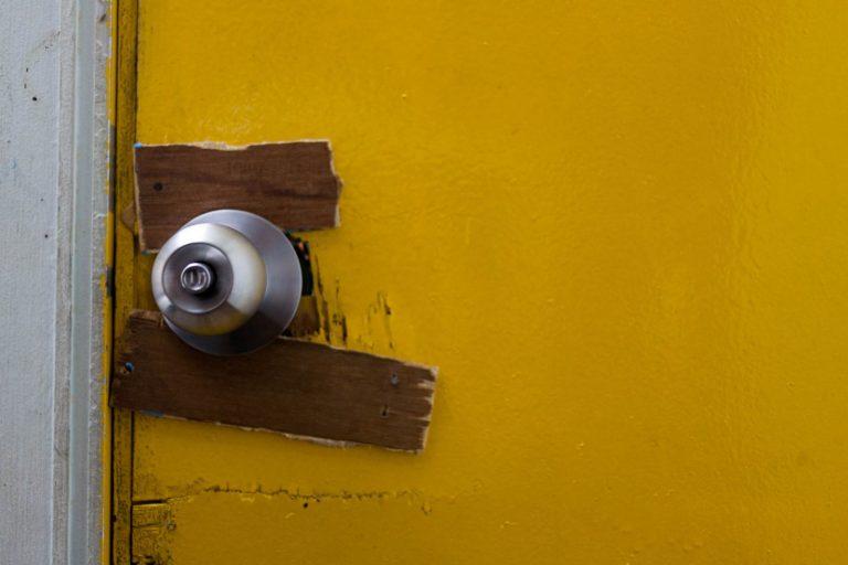 Vyfotili jsme si pár detailů našeho skvělého ubytování. Tahle vyztužená klika byla jen takovou perličkou.