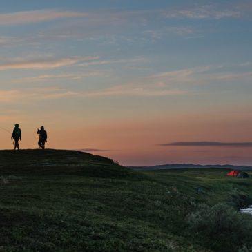 Auringonlasku Norjan Lapissa