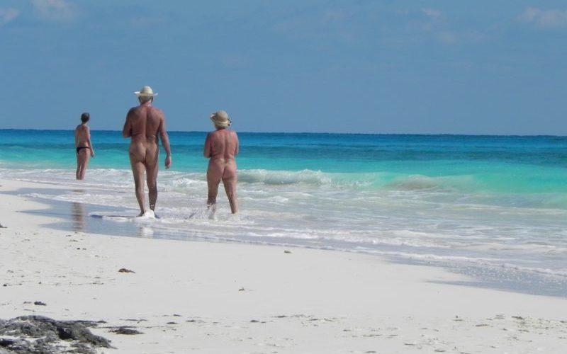 Desnudar las normas, playas nudistas