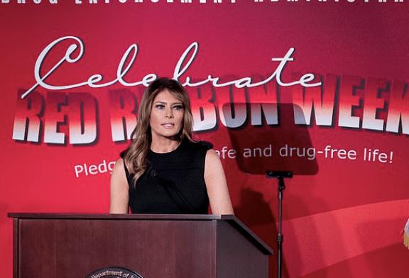 ETATS-UNIS : E-cigarette et toxicomanie, Melania Trump s'attaque une nouvelle fois à la vape !