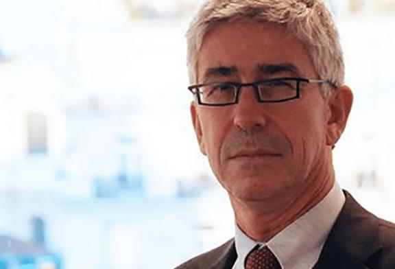 SANTÉ : Le Pr Benoit Vallet invite à la prudence sur la cigarette électronique.